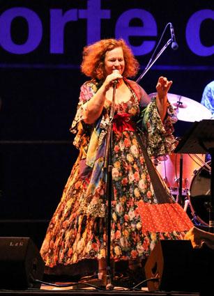 1 Sarah IMG_3681-MUSICASTELLE2013 - Sarah-Jane Morris (foto Enrico Romanzi)