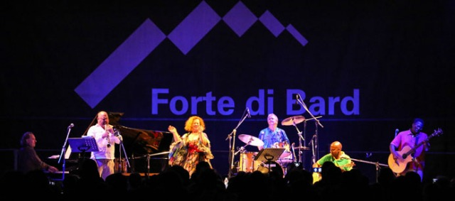 1 Sarah IMG_3761-MUSICASTELLE2013 - Sarah-Jane Morris (foto Enrico Romanzi)