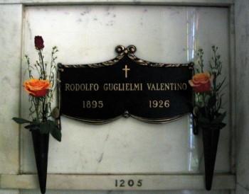 1 Valentino f469d8165306664
